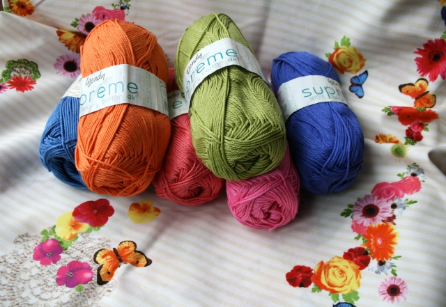 LuzPatterns.com Colourful yarn 2