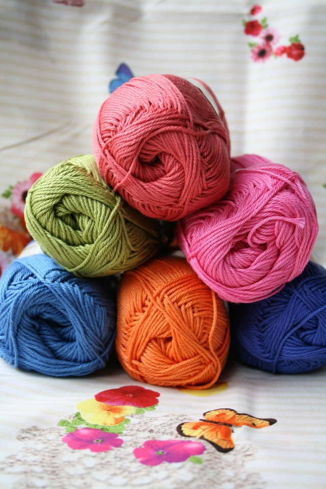 LuzPatterns.com Colourful yarn