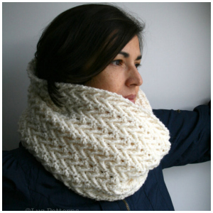 LuzPatterns.com lace cream cowl