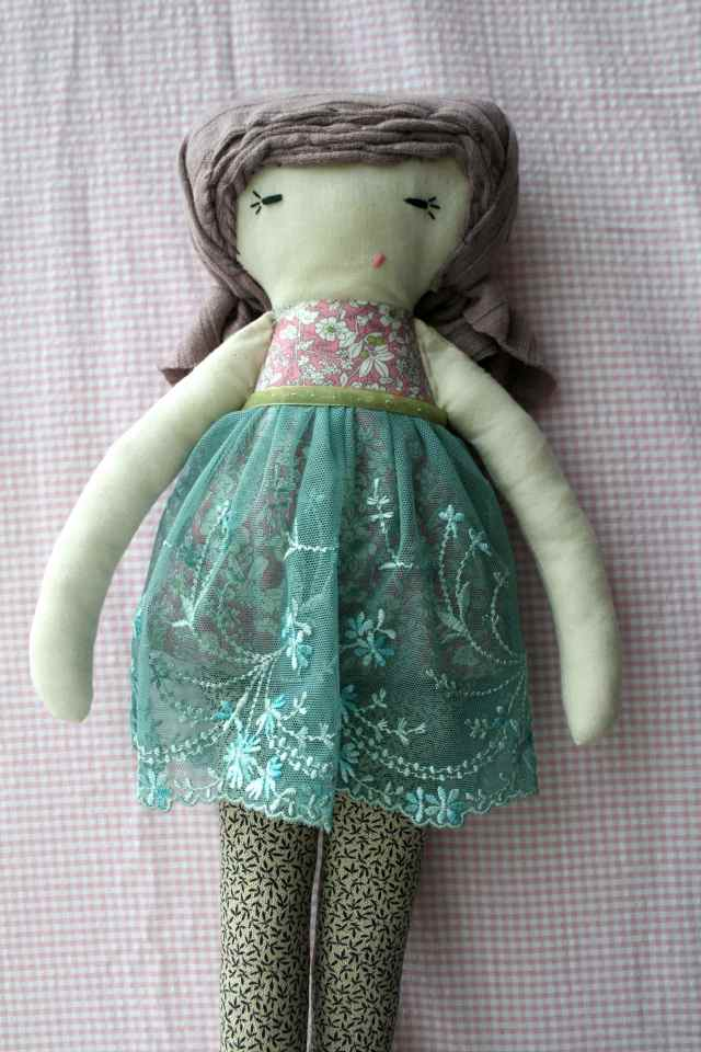 LuzPatterns.com Vintage lace doll
