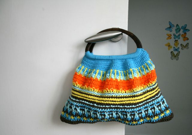 LuzPatterns.com wooden handle crochet bag #crochetbag  #crochepattern