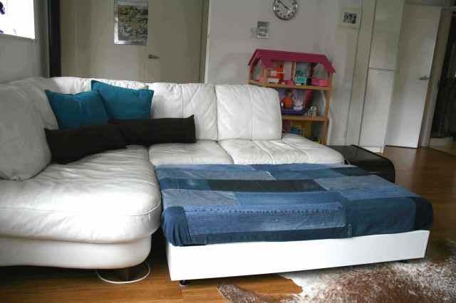 LuzPatterns.com family diy denim sofa bed 2