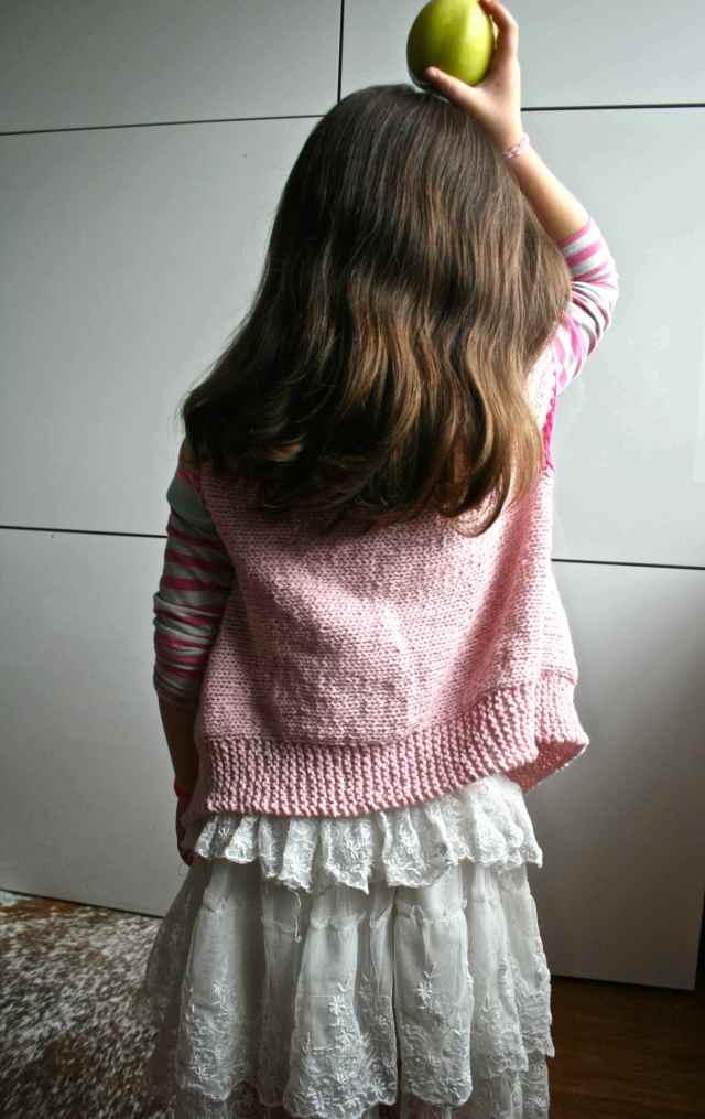 LuzPatterns.com girls sleevesless vest 04 1 10.42.48