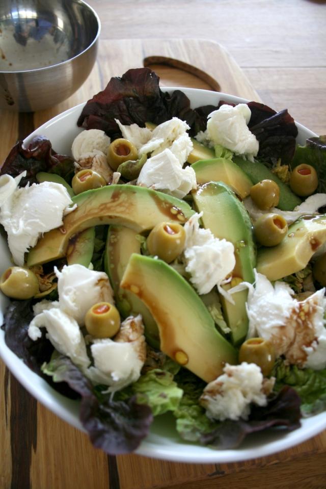 LuzPatterns.com avocado motzarella_salad_1_30