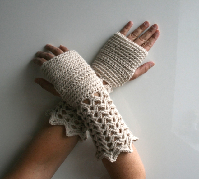 LuzPatterns.com winter lace fingerless gloves