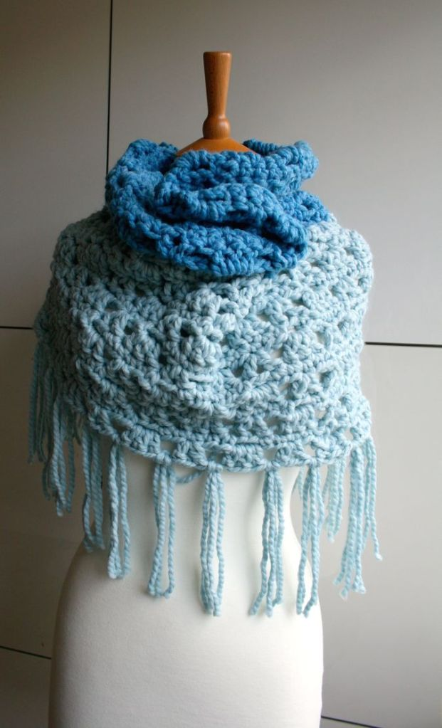LuzPatterns.com Super Chunky fringed cowl 186