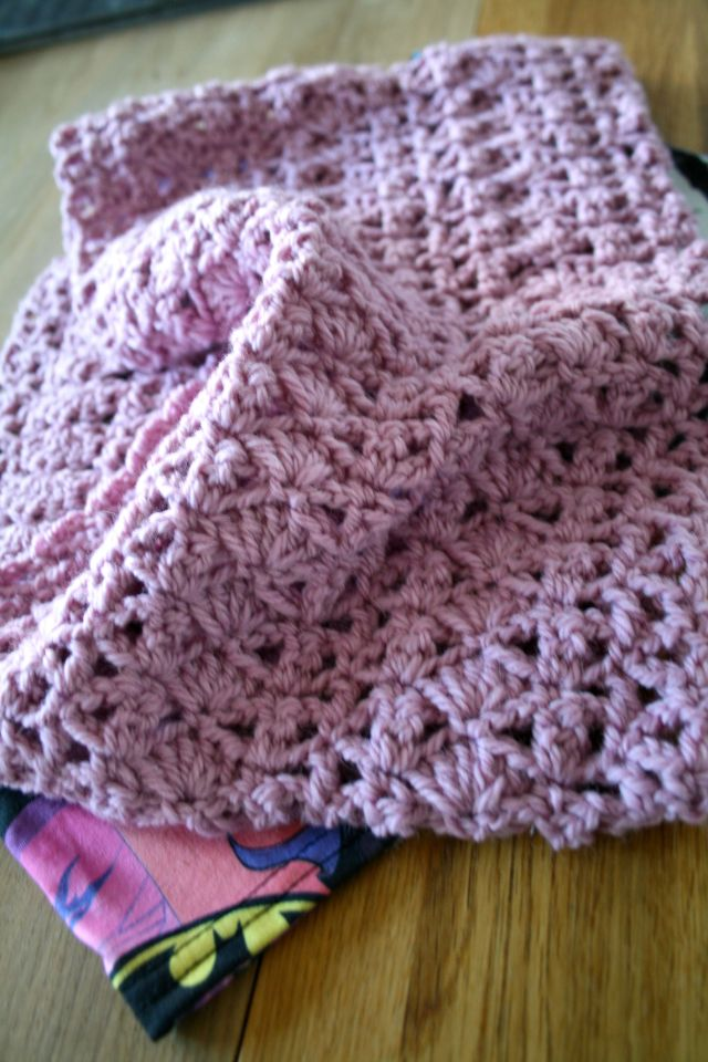 LuzPatterns.com Batgirl upclycled fabric crochet cowl 2