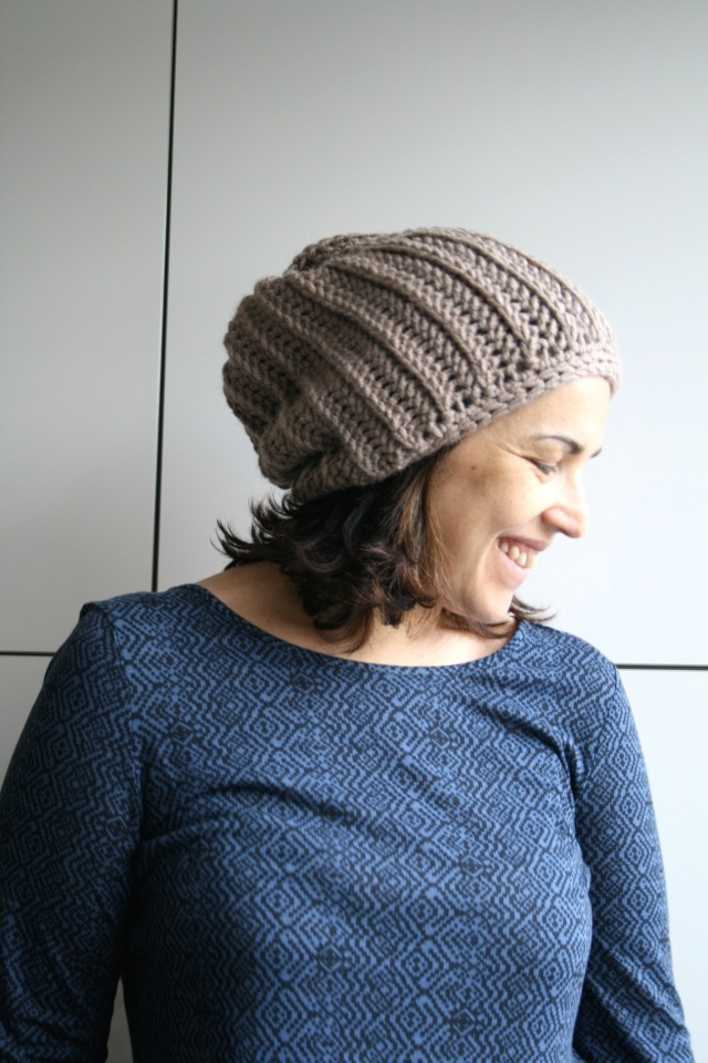 LuzPatterns.com knit look slouchy beane 201_4_50