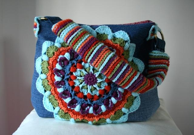 LuzPatterns.com Upcycled denim and crochet bag 200 2