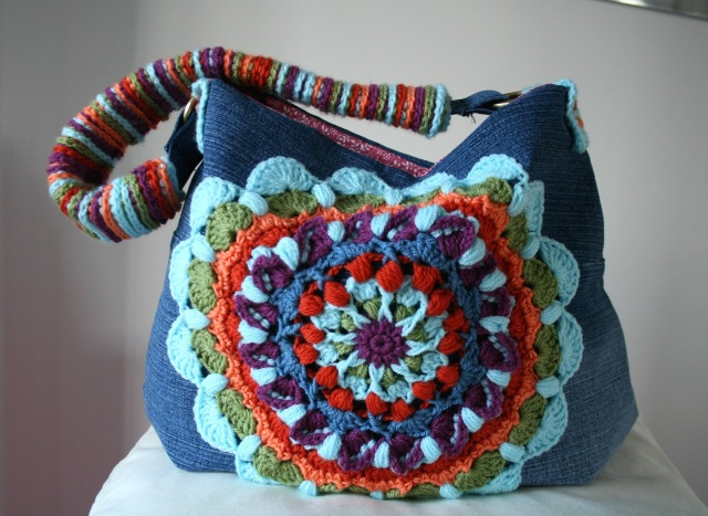 LuzPatterns.com Upcycled denim and crochet bag 200