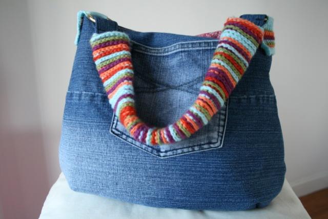 LuzPatterns.com Upcycled denim and crochet bag 5