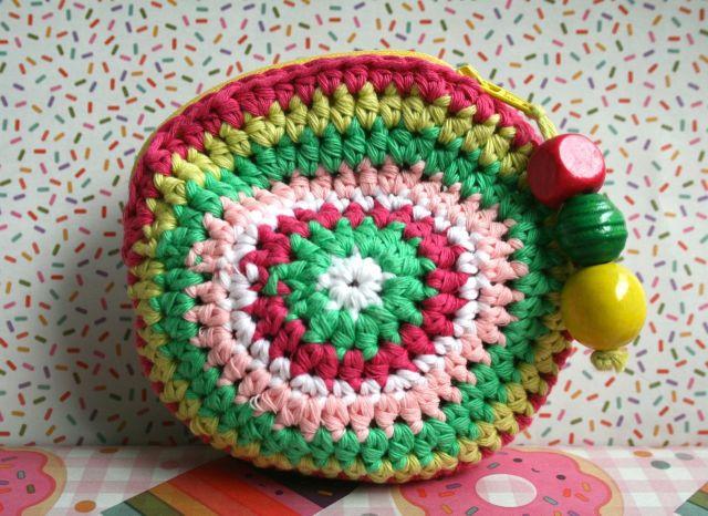 LuzPatterns.com Free crochet purse pattern