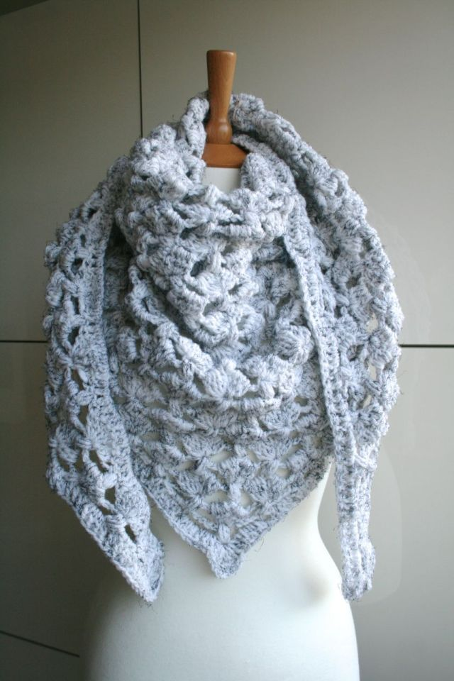 LuzPatterns.com White Winter triangle scarf 204 01