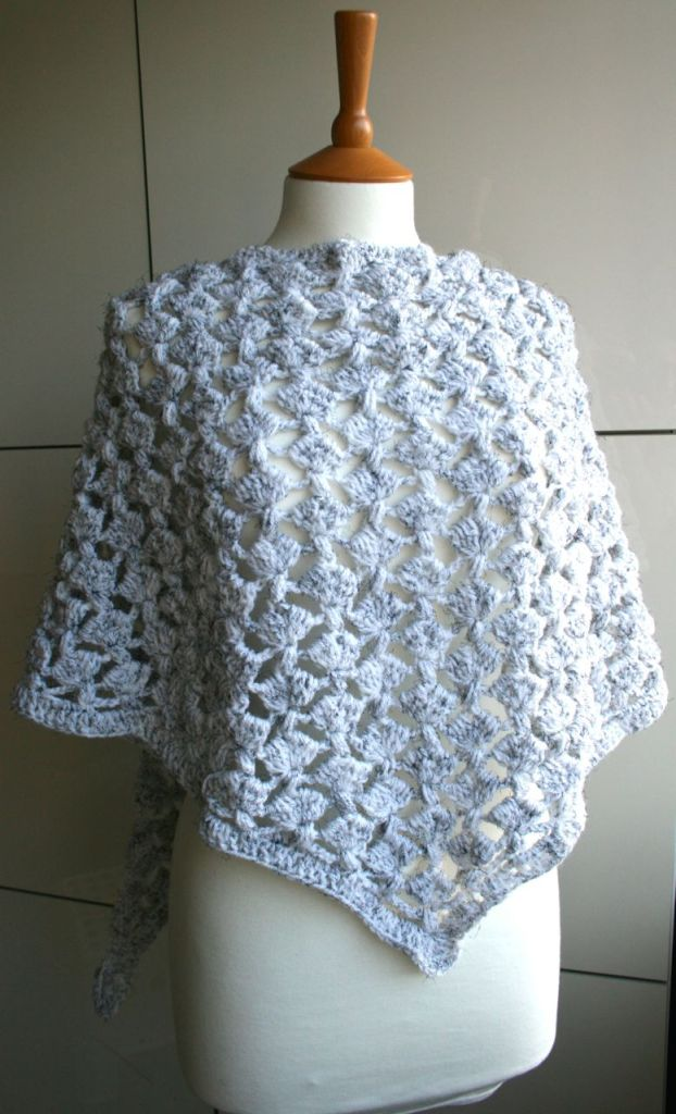 LuzPatterns.com White Winter triangle scarf 204 03