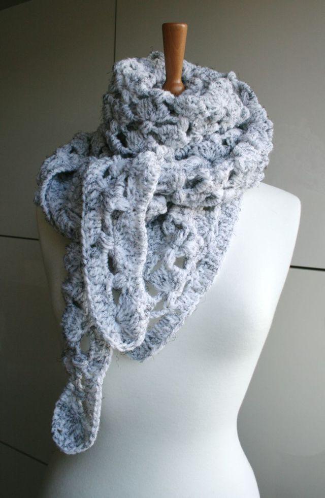 LuzPatterns.com White Winter triangle scarf 204 04