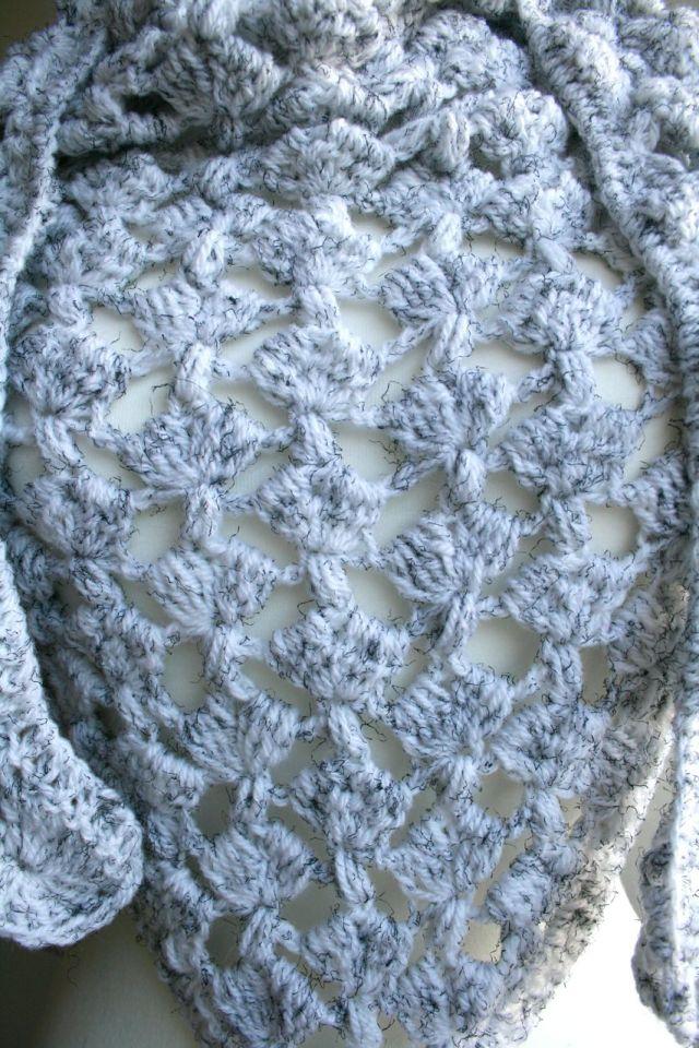 LuzPatterns.com White Winter triangle scarf 204 21