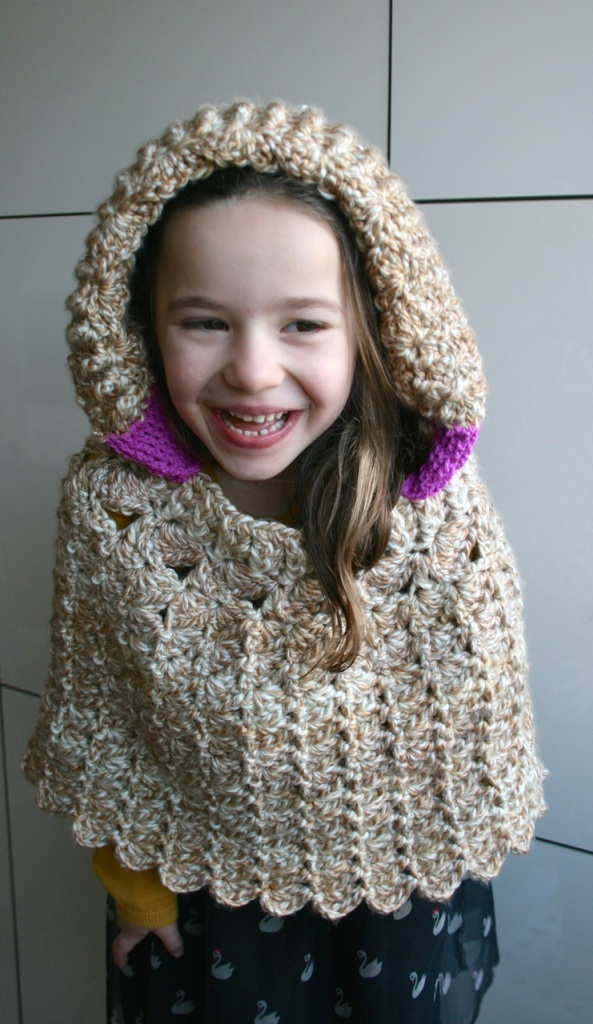 LuzPatterns.com Hooded lacy poncho 203 2