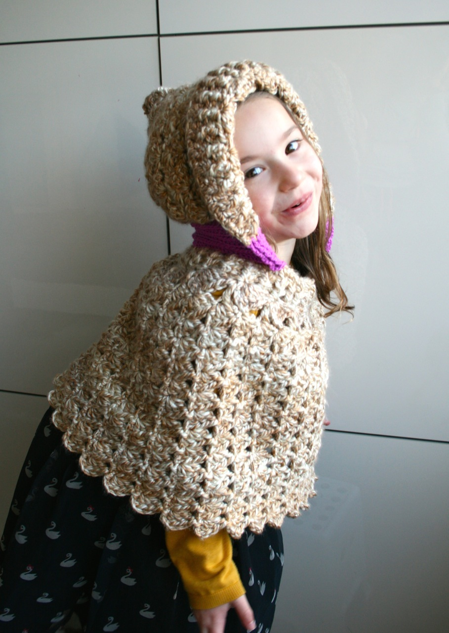 Lacy hooded poncho crochet pattern - Luz Patterns