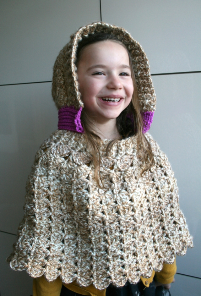 LuzPatterns.com Hooded lacy poncho 203 8